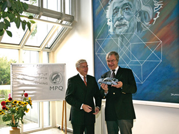 BMWがノーベル物理学賞受賞、テ...